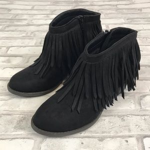 Soda Black Faux Suede Fringe Ankle Booties Sz 6